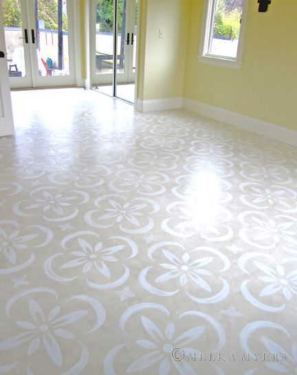 stencilled floor, hand-painted floor, beige painted floor, patterned floor, benjamin moore floor paint, white on beige