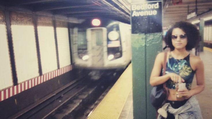 "Nathalie Emmanuel (@nathalieemmanuel) sur Instagram: ""Brooklyn blur #subway #brooklyn #nyc #bedfordave #theLtrain #gotmykombucha #imsowilliamsburg #lols"""