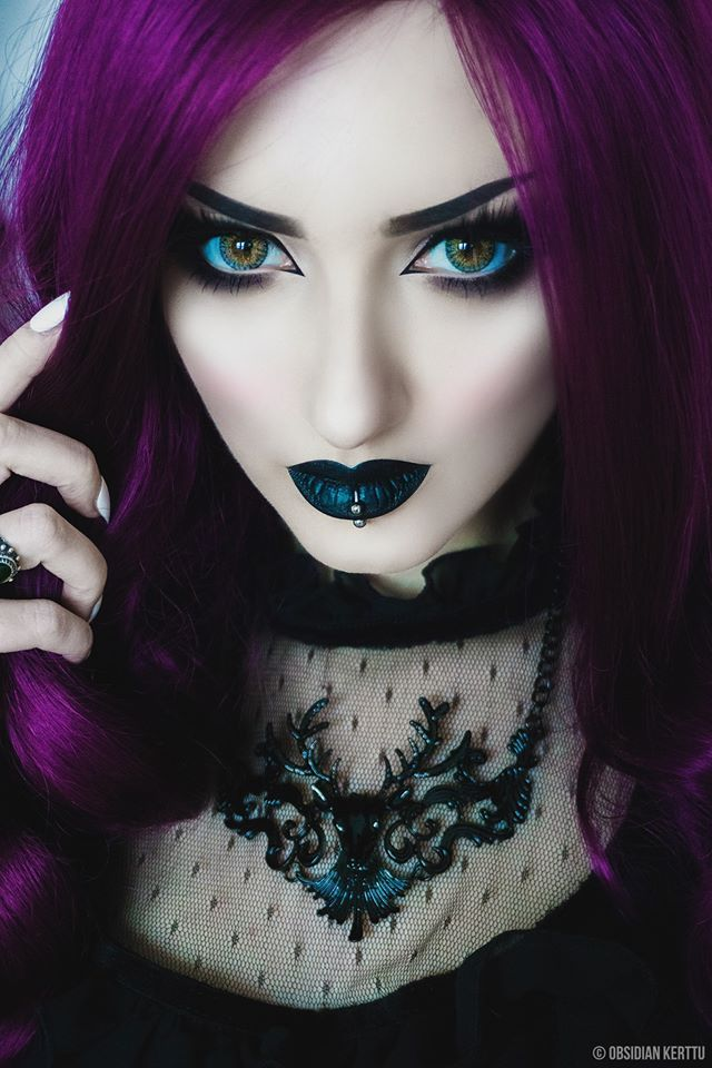 goth girl frame lips - photo #16