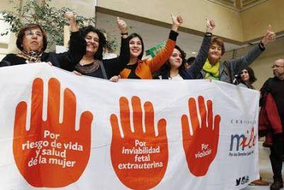 El Congreso de Chile aprueba la despenalización del aborto en tres casos. El proyecto de ley del Gobierno de Bachelet tendrá que ser revisado por el Tribunal Constitucional tras los reclamos de la derecha. Rocío Montes | El País, 2017-08-03 https://elpais.com/internacional/2017/08/03/america/1501732590_533051.html