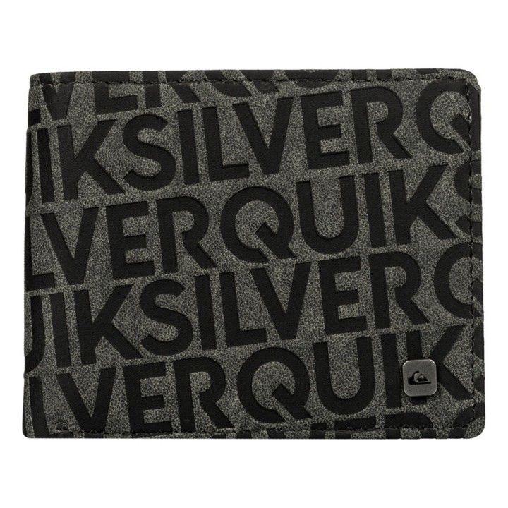 Cartera Quiksilver modelo Scrambler en colores negro y gris.   Logo de la marca metálico en la parte frontal.   6 compartimentos para tarjetas.   Billetero doble en el interior.   Apertura en dos caras.   Composición: 100% Poliuretano.   Medidas: 11   X   8.5 Cms.