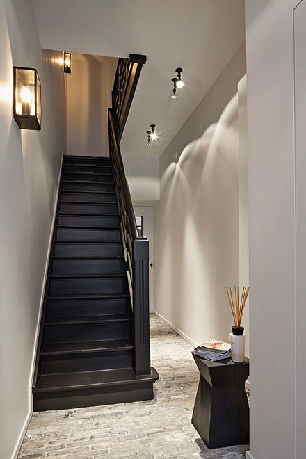 25 best ideas about black painted stairs on pinterest for Interieur ideeen hal