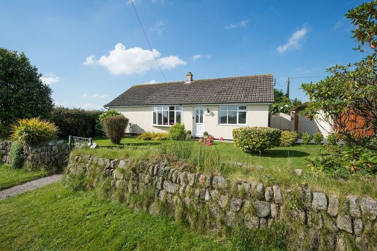 Bungalow in Ashton, United Kingdom. Keiwei is a detached property sitting in its own secluded garden. It has parking in the driveway for 2 cars and will comfortably sleep 5 people in 3 bedrooms. It is within walking distance of Rinsey Cove and the Cornish Coastal Path.