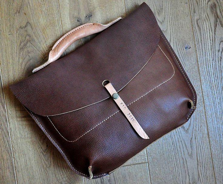 «Коричневый портфель  Сделан из толстой, но очень мягкой шелковистой кожи, не хочется выпускать его из рук)  Внутри карман под мелочёвку с двумя…»