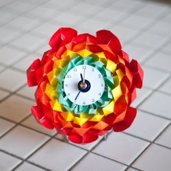 Make a simple origami flower clock, to brighten things up in this gloomy, chilly weather!