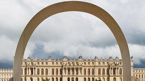 """Vue de l'exposition """"Lee Ufan, Versailles"""", Château de Versailles, 2014 © Lee Ufan  Photo. Tadzio Courtesy the artist, kamel mennour, Paris and Pace, New York"""