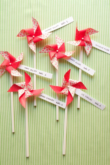 Pin wheel escort cards
