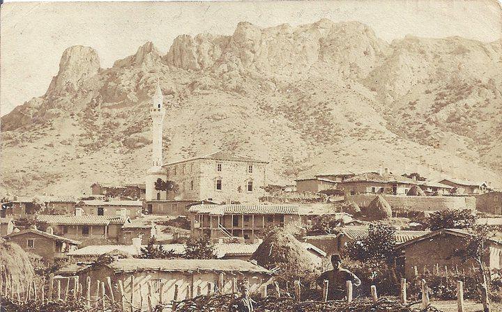 Tatar Crimea. Любительская открытка 1907 год.С видом на Мечеть-Хаджи бей ,Дер.Таракташ .(постройка -первая четверть 19 века) Мечеть (уничтожена)