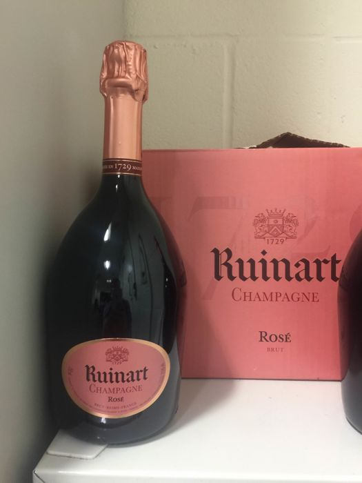 Ruinart Rosé Champagne NV - 6 flessen (75cl)  Ruinart is een laag-profiel maar selecteer Champagne huis dat is doordrenkt van geschiedenis. Het werd opgericht in 1729 door Nicolas Ruinart in de stad Reims het jaar na een koninklijk besluit in 1728 waarbij Louis XV gaf zijn toestemming voor mousserende wijn worden verzonden in manden met 50 tot 100 flessen. Dit opende de poorten van Europa aan Champagne en zorgt daardoor Ruinart het oudste huis van de Champagne.Premier en Grand Cru sites…