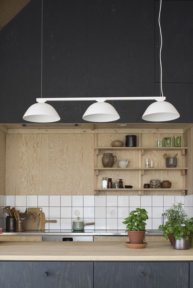 LEDs have a very long lifespan. That should also be the case with the actual fixture, in which they are installed. This elementary lamp is meant to be as s