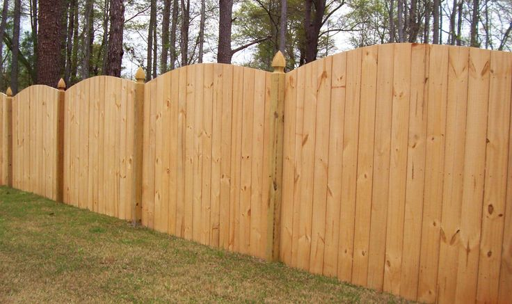 Scallop Cut Wood Privacy Fence Design Mossy Oak Fence