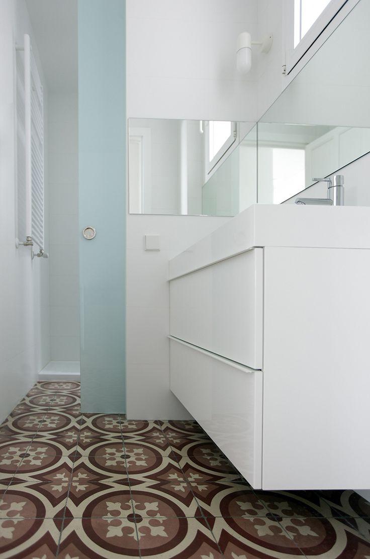 Las 25 mejores ideas sobre cuartos de ba o de azulejos de for Azulejo sobre azulejo