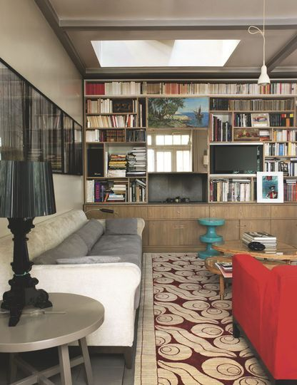 Un salon chaleureux sur mesure pour cette maison familiale à Paris - 100 m2 pour une maison à vivre - CôtéMaison.fr