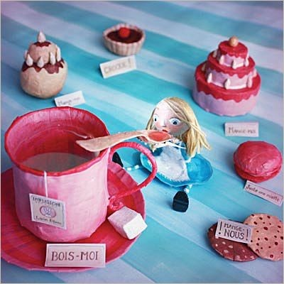 Alice in Wonderland in papier-maché (Chloe Remiat pour la Marelle)