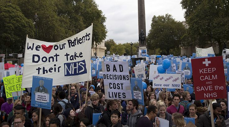 'No ifs, no buts, no junior doctor cuts': 20,000 doctors protest in London (PHOTOS) — RT UK