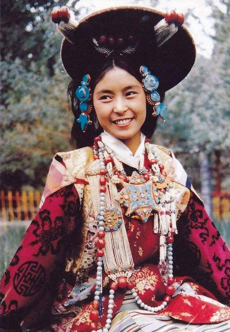 Women's Costume of Lhasa, Tibet || Scanned postcard  #world #cultures