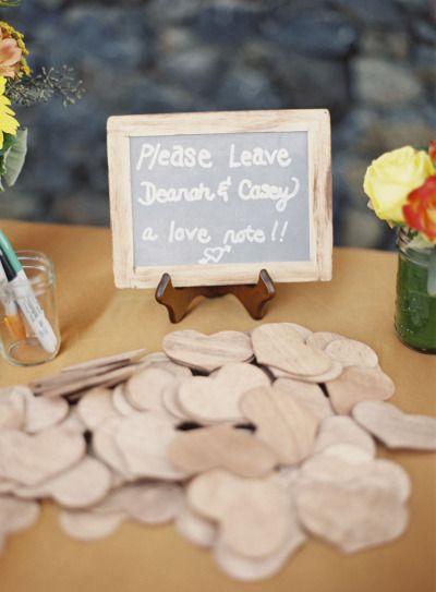 Bonitas y originales ideas para que te lleves un recuerdo de tus invitados con el libro de firmas de tu boda.
