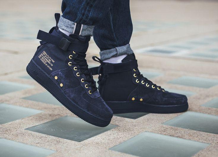 Faut-il acheter la Nike Air Force 1 SF AF1 Mid Obsidian Gold, une chaussure  mi-montante pour homme en suède bleu foncé ? Elle dispose de détails en or  comme ...