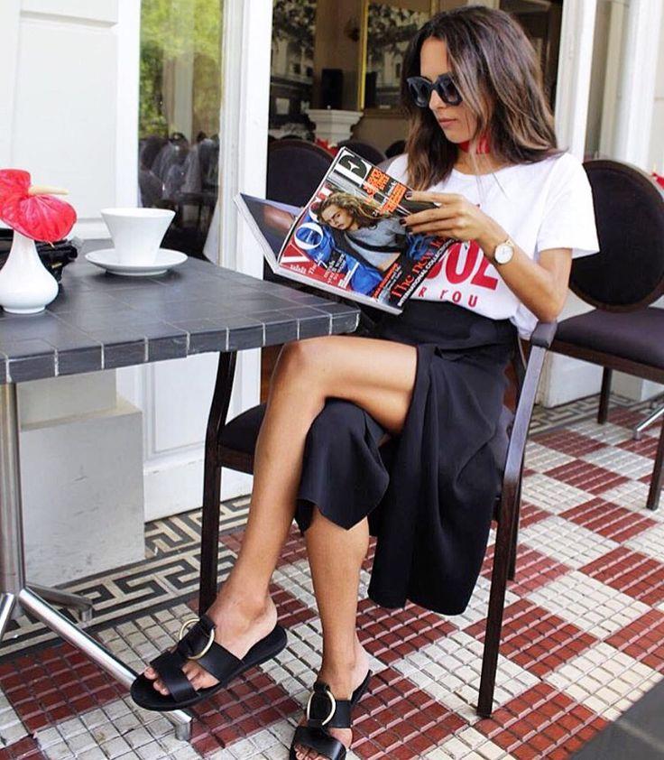 Gardırop vazgeçilmezlerimizden siyah, yırtmaçlı midi etek  Urunler icin resmi tiklayin.  : @deborabrosa #fashionblogger #inspo #musthave  #inspiration #streetstyle #midiskirt #skirt #black #ootd #outfitoftheday #lookoftheday  #fashion #fashiongram #style #love #beautiful #lookbook #wiwt #whatiwore #ootdshare #outfit #wiw #fashionista #instastyle  #instafashion #outfitpost #fashionpost #todaysoutfit #fashiondiaries