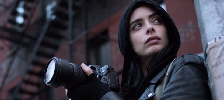 In the newest trailer for season 2 of MARVEL'S JESSICA JONES, the super-powered sleuth goes digging through the past.
