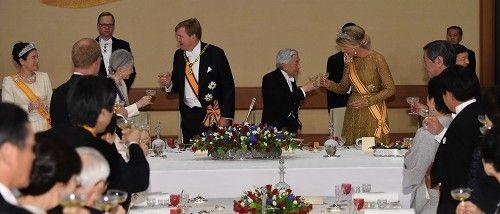 雅子さま:晩さん会出席…11年ぶり オランダ国王迎え - 毎日新聞
