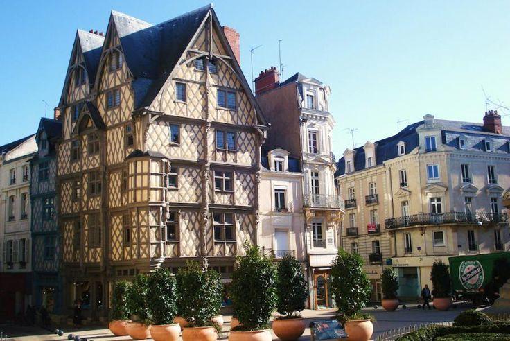 """Ouest de la France, Pays de la Loire, Angers, ville labélisée """"Ville d'Art et d'Histoire"""" : Châteaux, musées, jardins… De nombreux trésors vous attendent !"""