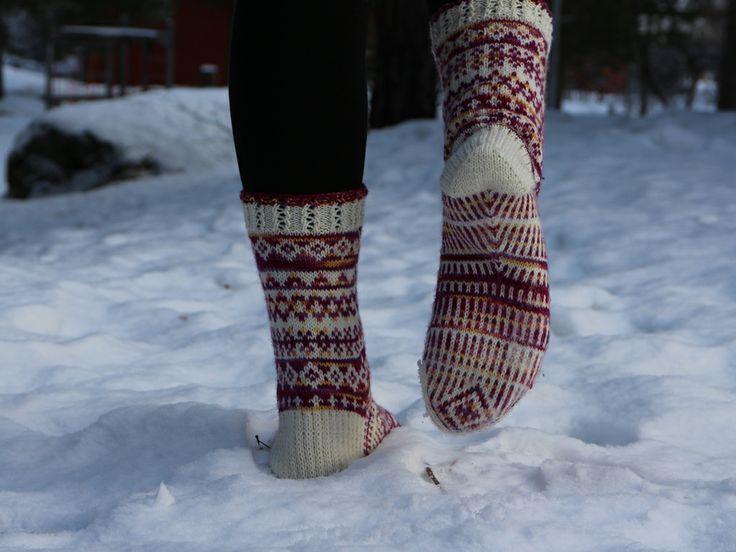 Myria sokker, nydelig teststrikket av Wenche Magerøy. Mønsteret blir til ved hjelp av en terning :)