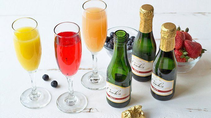 Friends + Brunch = Frunch! For a fun, easy way to entertain friends for brunch, set up your own DIY mimosa bar.
