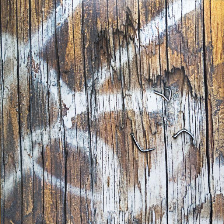 Techniques mixtes.  Composition numérique  transférée sur bois,  rouille, colle chaude gravure, vieux clous. Format 30 X 30