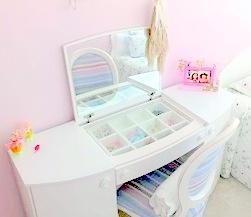 dsfdd: Dressing Table