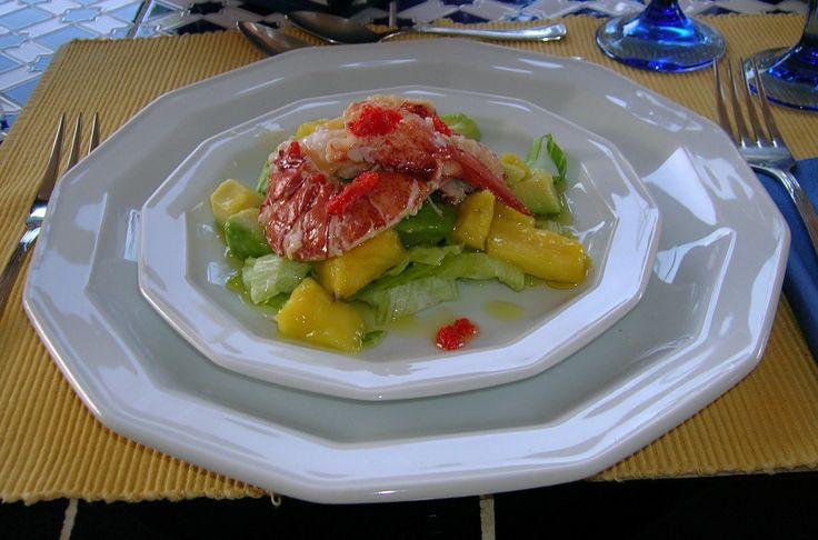 Insalata tropicale di astice, mango e avocado con citronette di lime  ©