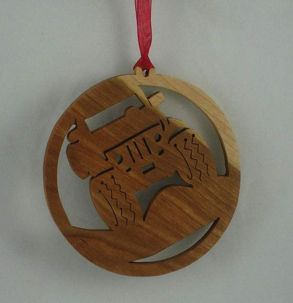 Are you or maybe someone you know into off roading, and 4x4s? Specifically Jeeps? This wooden off road Jeep Christmas ornament would be the perfect