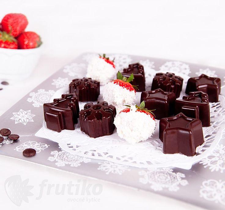 Fruit in chocolate Christmas box #yummyfruit #frutiko #christmasbox http://www.frutiko.cz/en/christmas-box