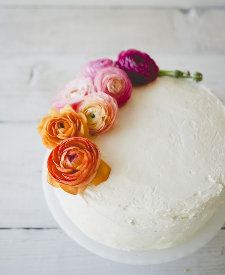HOW TO DECORATE A CAKE WITH FLOWERS | The Kitchy Kitchen x @apolis