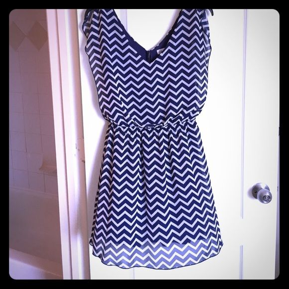 Cream and navy chevron dress V-neck Navy blue and lite cream colored chevron dress worn once goes to right about the knee. Jessica Simpson Dresses