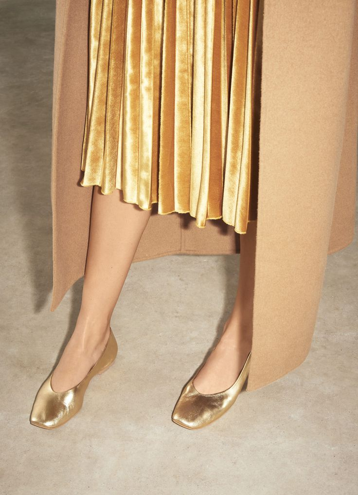 Right now we're all about the ballet flat. The chic staple comes updated with simple styling in a high-shine gold and softly squared toe. #Topshop