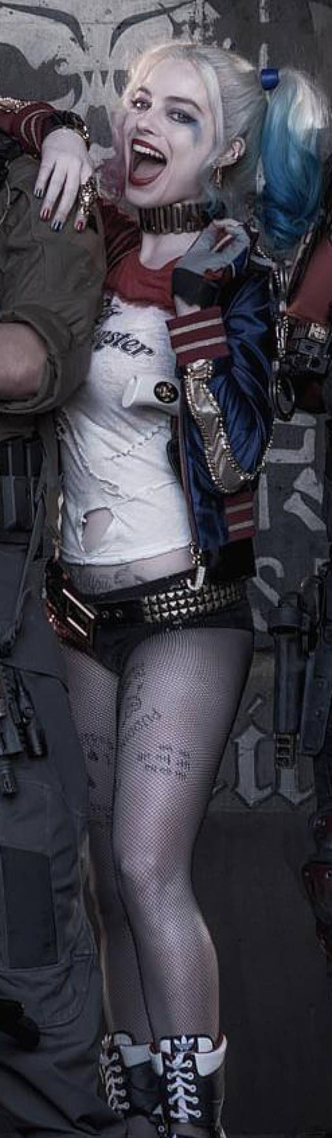 In-depth analysis of Harley's look.  Includes that puddin tattoo.