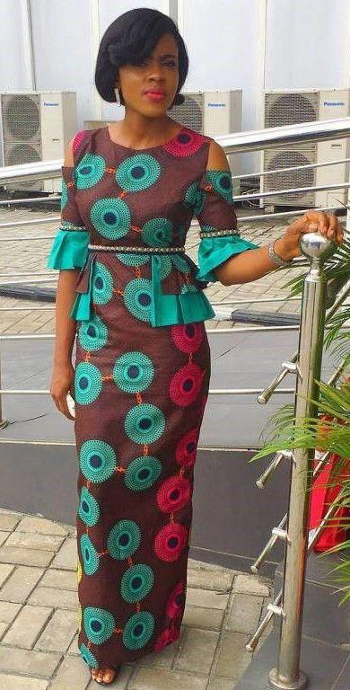 Robe de droite Ankara maxi avec froid épaules et manches évasées.  Cette tenue de forme-ajustage de précision est également livré avec plis latéraux en couches.  Cette robe est faite avec du coton africain de qualité impression. Tissu sur le modèle peut être indisponible.  Pour plus d'options de tissu comme préférés couleurs ou combinaisons, s'il vous plaît envoyer un message.  Cette robe est fait sur commande et expédié dans les 10-14 jours ouvrables.  Les clients peuvent être tenus à…