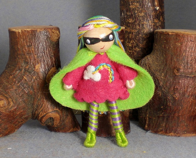 Bendy doll, made from pipe cleaners and embroidery thread. CUTE! From Princess Nimble Thimble.
