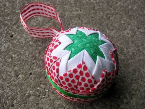 Quick and easy no sew Christmas ornament | Sewn Up by TeresaDownUnder