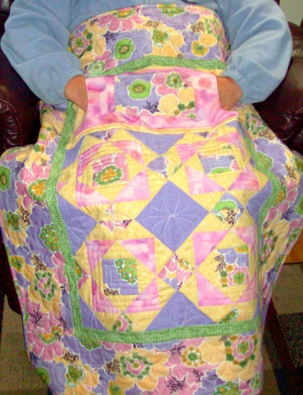 Wheelchair lap quilt with pockets lined in flannel. http://www.homesewnbycarolyn.com