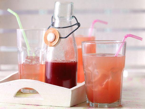 Unser beliebtes Rezept für Rhabarber-Sirup und mehr als 55.000 weitere kostenlose Rezepte auf LECKER.de.