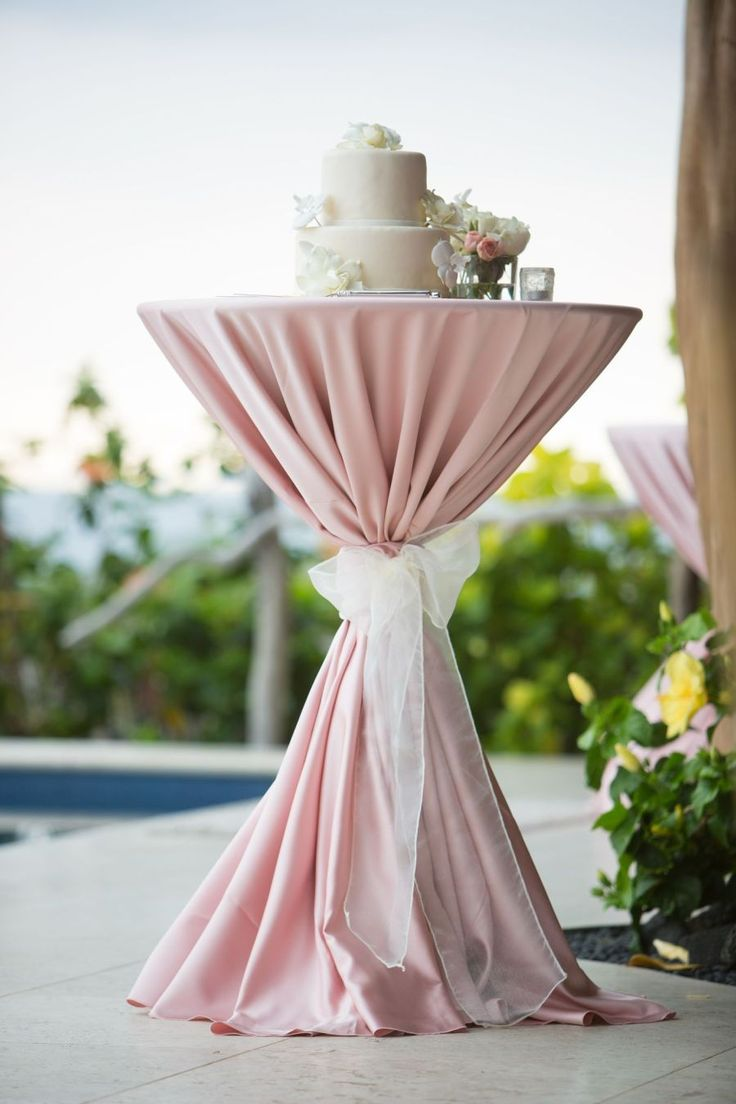 Pink martini tied table for cake.