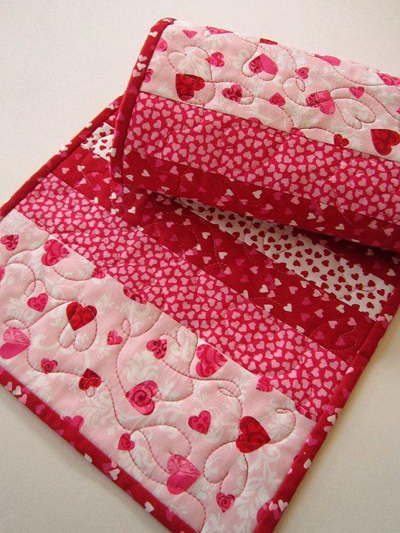 Valentine handmade table runner homemade hearts and for Diy valentine table runner