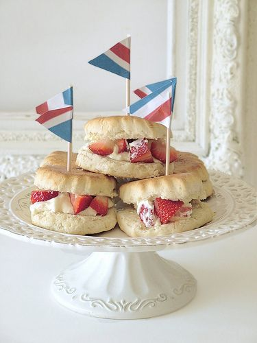 Afternoon tea. Scones, strawberry's and clotted cream = heaven. Love the idea of putting fresh cut strawberries in the scone