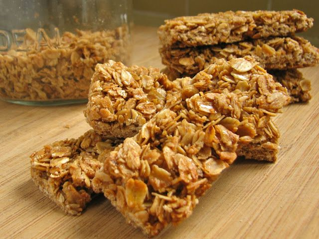 Delectably Mine: Crunchy Granola Bars - this recipe would be great with my homemade granola