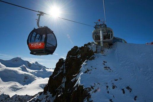 Bergstation Wildspitzbahn am Pitztaler Gletscher mit Café 3.440 und dem höchsten Cappuccino eures Lebens #DachTirols