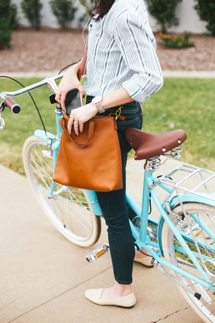 New Darlings - Bike style - skinny jeans and flats - cross body tote