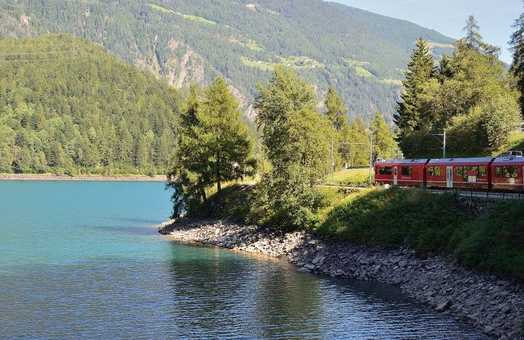 Viaggio sul trenino rosso del Bernina tra le valli e i ghiacciai delle Alpi -  Nuovo Post