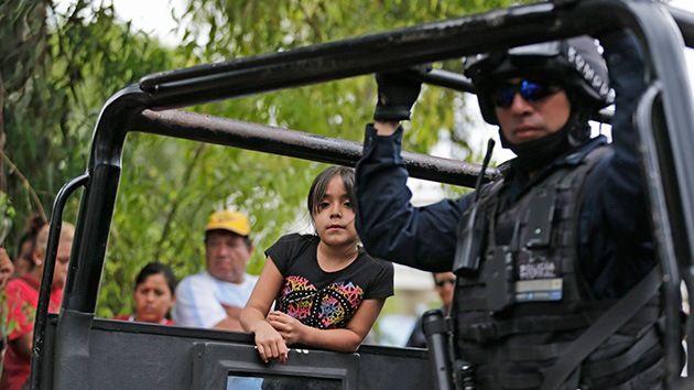 Mama Rosa.'Fata Madrina' una strega che ha raccolto i bambini tra topi e pidocchi.Rosa del Carmen Verdusco,conosciuta in Messico come Mama Rosa,direttore del centro di accoglienza ''La Gran Familia'' dì Michoacan,che sono stati liberati centinaia di bambini che sono stati abusatì per anni,è stato considerato come un esempio di virtù.